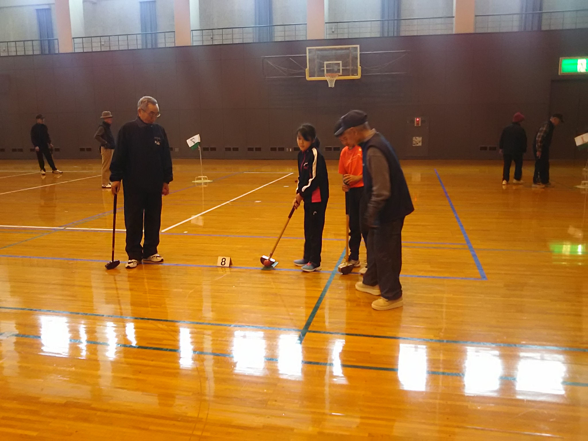 子供と高齢者の交流グラウンドゴルフ競技を通じて